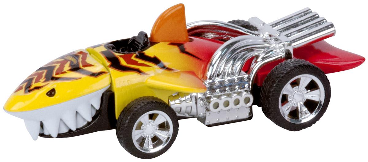 Hot Wheels Машинка Fighters SharkruiserHW90574Яркая машинка Hot Wheels Sharkruiser из серии Fighters, выполненная в виде зубастой акулы - отличный выбор подарка для любого мальчишки, особенно если он любит необычные автомобили! У модели светятся глаза и пасть, игрушка оснащена потрясающе реалистичными звуковыми эффектами и подвижными элементами корпуса. При нажатии на плавник в верхней части корпуса игрушки, хищник открывает пасть и клацает зубами. Fighters - это новая серия машинок Hot Wheels со световыми и звуковыми эффектами, работающих от батареек. Машинка изготовлена из высококачественного пластика. Игрушка имеет как игровую, так и коллекционную ценность. Рекомендуется докупить 2 батарейки напряжением 1,5V типа LR44/AG13 (товар комплектуется демонстрационными).