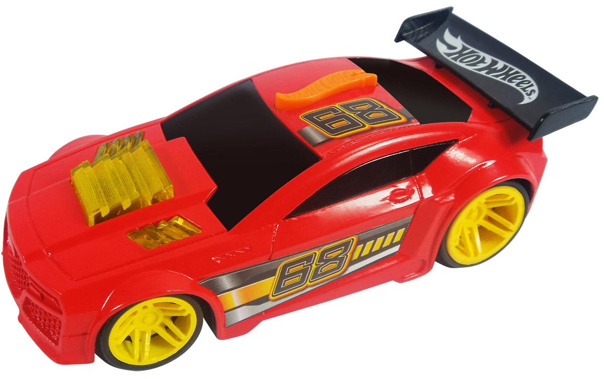 Hot Wheels Машинка Torque TwisterHW91602Небольшая, яркая, стильная гоночная машинка Hot Wheels Torque Twister - отличный подарок для любого мальчика. Blaze N Burnout - это новая серия машинок Hot Wheels с реалистичными звуковыми и световыми эффектами. Корпус модели выполнен в красном цвете, украшен полосами черного, оранжевого и серого цветов и номером участника гонки, диски колес - ярко-желтые, заднюю часть машины украшает небольшой черный спойлер. Машинка изготовлена из пластика. Активация световых и звуковых эффектов осуществляется с помощью нажатия на оранжевую кнопку, размещенную в верхней части корпуса модели. Рекомендуется докупить 2 батарейки напряжением 1,5V типа LR44/AG13 (товар комплектуется демонстрационными).