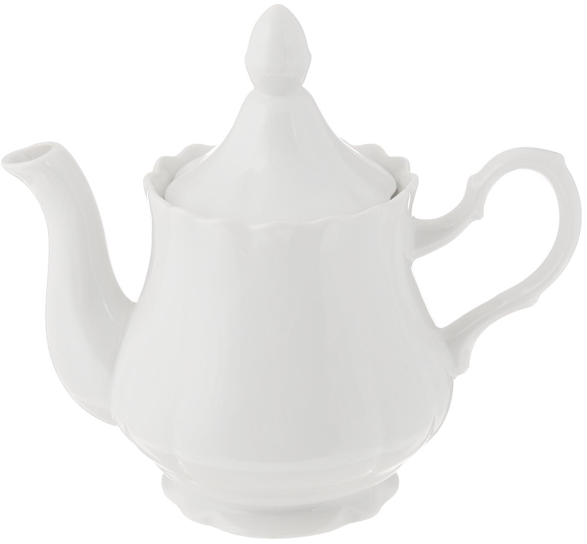 Чайник заварочный Добрушский фарфоровый завод Романс, цвет: белый, 800 мл6C0095Ф34Заварочный чайник Романс выполнен из высококачественного фарфора и покрыт сверкающей глазурью. Изделие оснащено крышкой. Заварочный чайник Романс придется по вкусу и ценителям классики, и тем, кто предпочитает современный стиль. Диаметр (по верхнему краю): 9 см. Высота чайника (без учета крышки): 12 см.