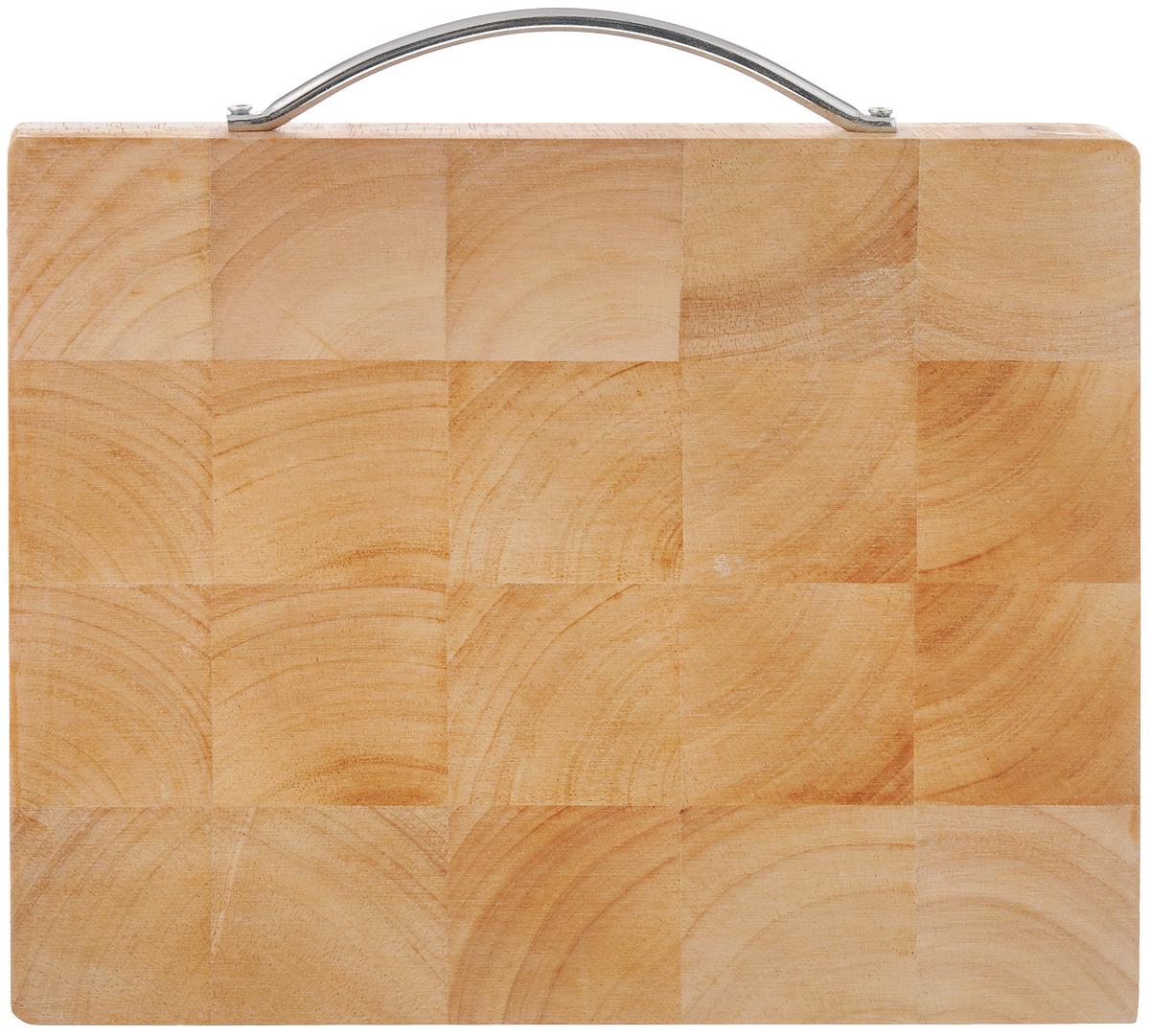 Доска разделочная House & Holder, с ручкой, 25 х 20 х 2 см. B095(3)B095(3)Доска разделочная House & Holder изготовлена из гевеи. Гевея входит в семейство элитного красного дерева. Изделия из этого дерева отличаются твердостью, долговечностью и стойкостью к гниению. Доска оснащена металлической ручкой для более удобного использования. Функциональная и простая в использовании, разделочная доска House & Holder прекрасно впишется в интерьер любой кухни и прослужит вам долгие годы. Не рекомендуется мыть в посудомоечной машине. Размер доски: 25 х 20 см. Толщина доски: 2 см.