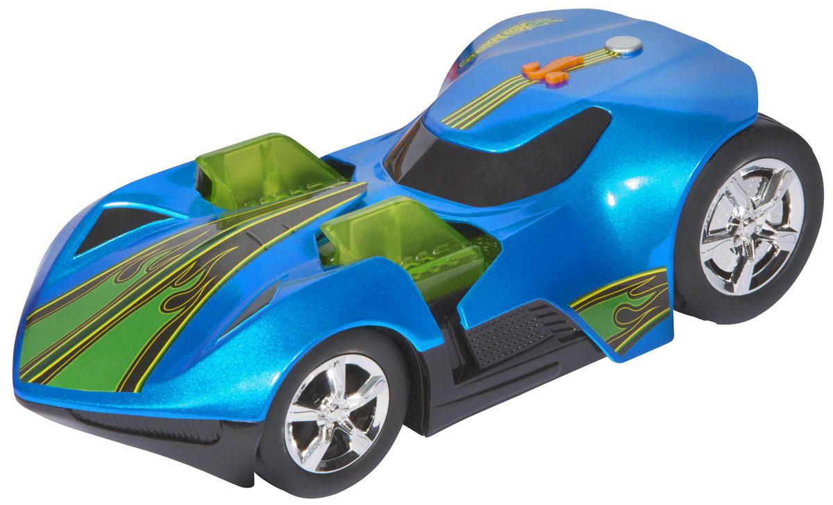 Hot Wheels Машинка Twin Mill IIIHW90726Машинка Hot Wheels Twin Mill III с электроприводом из серии Turbo Expander - желанный подарок для каждого юного поклонника игрушечных автомобилей, а особенно высокоскоростных гоночных авто. Корпус машины выполнен в яркой цветовой гамме, эффектный дизайн великолепно дополняют блестящие хромированные колеса. Машинка является электромеханической - работает от батареек, запускается в движение электроприводом, встроенным в модель, при помощи кнопки, расположенной на крыше, оснащена звуковыми и световыми эффектами. Имеет как игровую, так и коллекционную ценность. Не предназначена для гонок по автотрекам Hot Wheels. Рекомендуется докупить 3 батарейки напряжением 1,5V типа АА/LR6 (товар комплектуется демонстрационными).