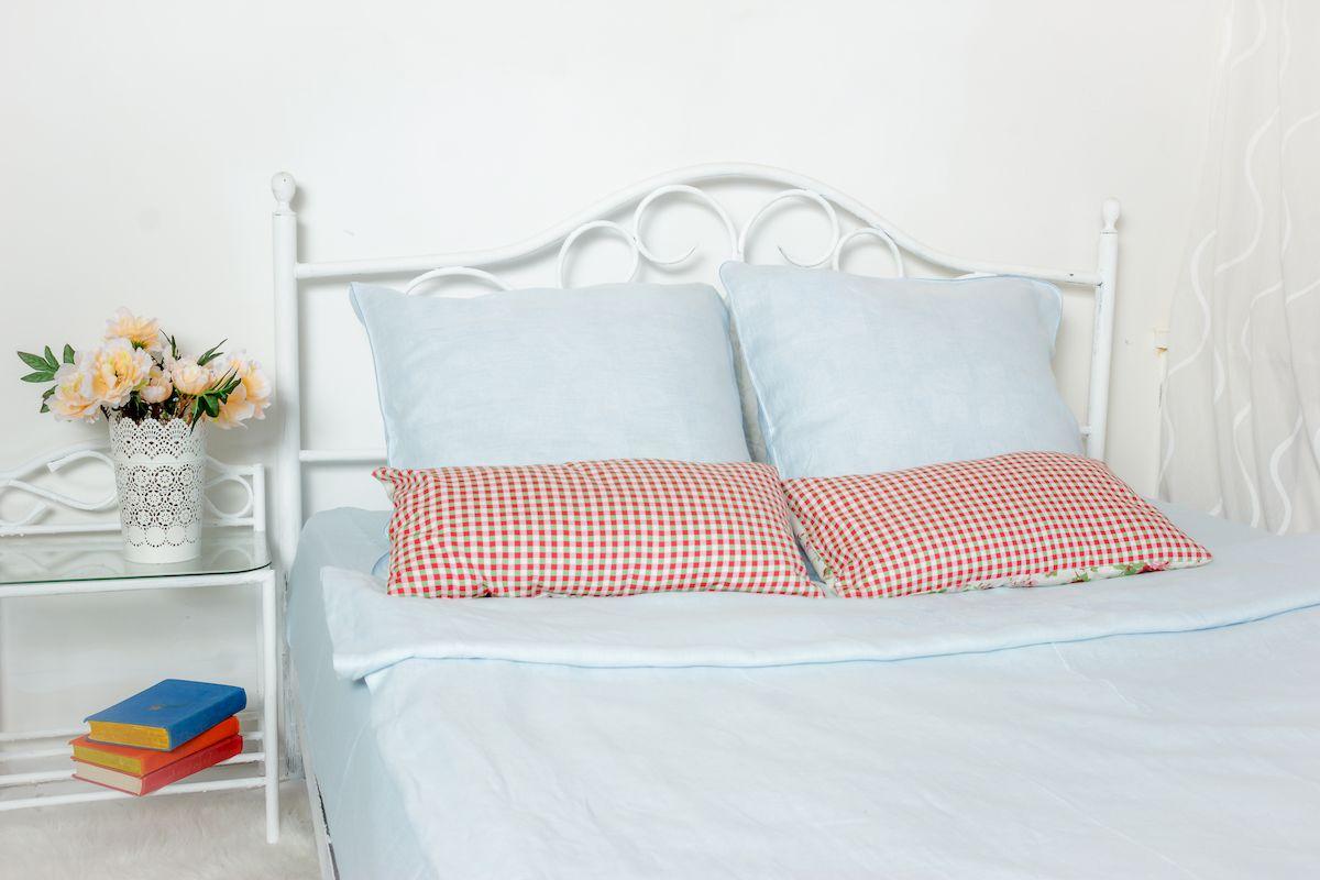Комплект белья Гаврилов-Ямский Лен, 2-спальный, наволочки 70х70, цвет: голубой5со5939Комплект постельного белья Гаврилов-Ямский Лен выполнен из 100% льна. Комплект состоит из пододеяльника, простыни и двух наволочек. Постельное белье, оформленное вышивкой и кантом, имеет изысканный внешний вид. Лен - поистине уникальный природный материал, экологичнее которого сложно придумать. Постельное белье из льна даст вам ощущение прохлады в жаркую ночь и согреет в холода. Приобретая комплект постельного белья Гаврилов-Ямский Лен, вы можете быть уверены в том, что покупка доставит вам и вашим близким удовольствие и подарит максимальный комфорт.
