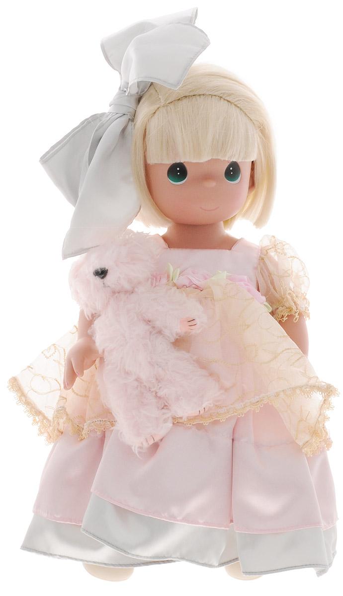 Precious Moments Кукла в кружевах с питомцем1201Коллекция кукол Precious Moments ростом выше 30 см насчитывает на сегодняшний день более 600 видов. Куклы изготавливаются из качественного, безопасного материала и имеют пять базовых точек артикуляции. Каждый год в коллекцию добавляются все новые и новые модели. Каждая кукла имеет свой неповторимый образ и характер. Она может быть подарком на память о каком-либо событии в жизни. Куклы выполнены с любовью и нежностью, которую дарит нам известная волшебница - создатель кукол Линда Рик! Кукла со светлыми волосами одета в очаровательное платье с пышным подолом, украшенное кружевами и атласным бантом на спине. На ногах - туфельки молочного цвета. На голове у куклы серый бантик. Одежда куклы съемная. У куклы большие зеленые глаза. В руках девочка держит плюшевого медвежонка. Игра с куклой разовьет в вашей малышке чувство ответственности и заботы. Порадуйте свою принцессу таким великолепным подарком!