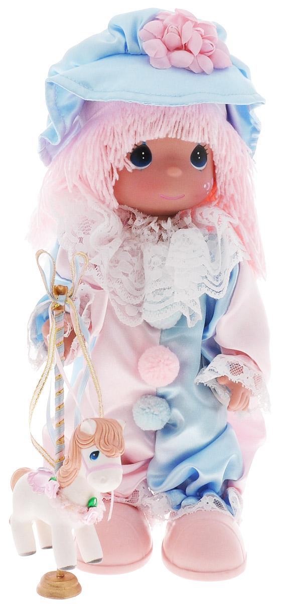 Precious Moments Кукла Клоун4608Коллекция кукол Precious Moments ростом выше 30 см насчитывает на сегодняшний день более 600 видов. Куклы изготавливаются из качественного, безопасного материала и имеют пять базовых точек артикуляции. Каждый год в коллекцию добавляются все новые и новые модели. Каждая кукла имеет свой неповторимый образ и характер. Она может быть подарком на память о каком-либо событии в жизни. Куклы выполнены с любовью и нежностью, которую дарит нам известная волшебница - создатель кукол Линда Рик! Кукла Клоун очарует вас и вашу дочурку с первого взгляда! Кукла одета в забавный костюм клоуна в розово-голубых тонах и большие розовые ботинки. Очаровательные волосы розового цвета, сплетенные из нитей, дополняют прекрасный образ. На голове у куклы - голубая шляпка с розовым цветком. Одежда куклы съемная. У девочки большие синие глаза. В руке куколка держит лошадку. Игра с куклой разовьет в вашей малышке чувство ответственности и заботы. Порадуйте свою принцессу таким великолепным подарком!