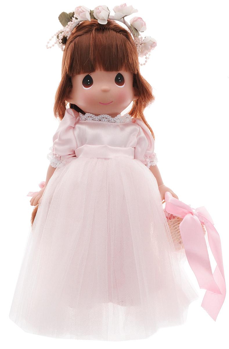 Precious Moments Кукла Драгоценный лепесток брюнетка6559Коллекция кукол Precious Moments ростом выше 30 см насчитывает на сегодняшний день более 600 видов. Куклы изготавливаются из качественного, безопасного материала и имеют пять базовых точек артикуляции. Каждый год в коллекцию добавляются все новые и новые модели. Каждая кукла имеет свой неповторимый образ и характер. Она может быть подарком на память о каком-либо событии в жизни. Куклы выполнены с любовью и нежностью, которую дарит нам известная волшебница - создатель кукол Линда Рик! Кукла Драгоценный лепесток одета в шикарное светло-розовое платье с пышной юбкой. На ногах - туфельки в цвет платья. Темные длинные волосы куклы заплетены в косу. Вся одежда у куклы съемная. Очаровательный образ дополняют венок из роз на голове и корзинка с цветами и атласным бантом на руке. У девочки большие карие глаза. Куклы, пожалуй, самые популярные игрушки в мире. Девочки обожают играть с ними, отправляясь в сказочную страну грез. Порадуйте свою малышку таким великолепным подарком!