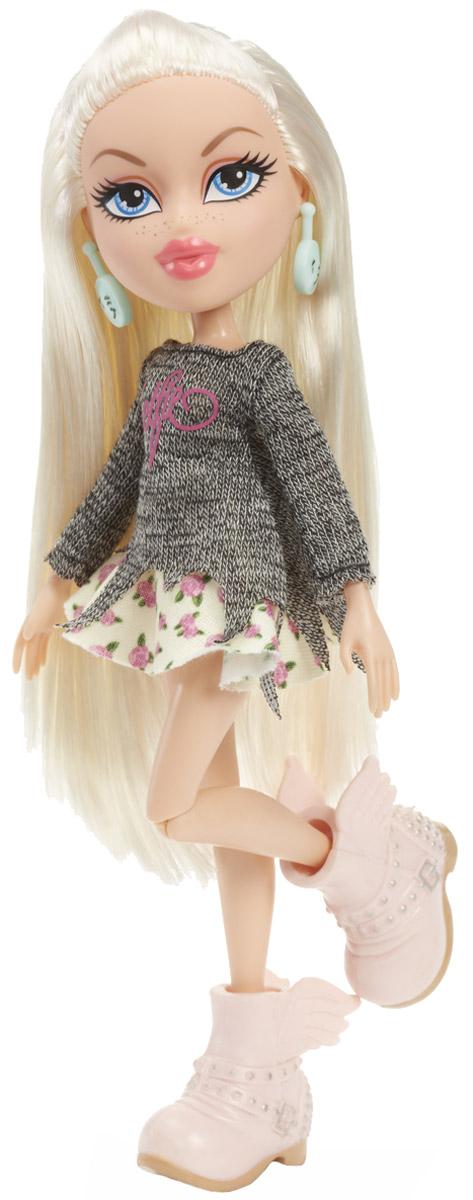 Bratz Кукла Хлоя Давай знакомиться цвет одежды серый лимонный981886Хлоя - настоящая кокетка. Уж она-то знает толк в моде и разбирается в ней как никто другой! Кукла Хлоя выглядит очень стильно и эффектно. Она одета в серую трикотажную кофточку, короткую юбку в цветочек и массивные розовые ботильоны на платформе. Яркий образ дополняют круглые серьги голубого цвета. Длинные белые волосы куколки можно расчесывать и убирать в разнообразные прически. Bratz - это оригинальные куклы-модницы, популярные среди миллионов девочек во всем мире. У куклы большая голова и худощавое тело, большие миндалевидные глаза и блестящие губки. У нее подвижные руки, ноги сгибаются в коленях, а значит, игра с ней станет еще более интересной и увлекательной! Порадуйте свою малышку таким великолепным подарком!