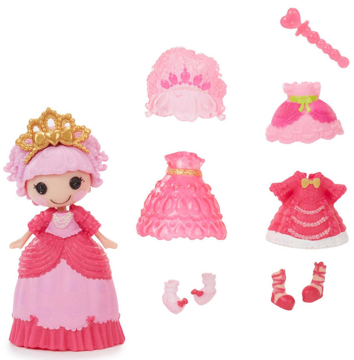 Lalaloopsy Мини-кукла Принцесса Jewel Sparkles542933_желтая ручкаМини-кукла Lalaloopsy Принцесса Jewel Sparkles обязательно понравится каждой девочке. В набор входят мини-кукла с очаровательными розовыми щечками, характерными для всех кукол Lalaloopsy, и разнообразные аксессуары для нее: сменные парики, обувь, одежда и волшебная палочка. С их помощью можно менять наряды кукле, создавая новые причудливые образы. Бальное платье принцессы может менять свой цвет! Просто опустите его в холодную воду и увидите результат. Для своего небольшого размера игрушка отлично детализирована. С такой куколкой ваша малышка сможет создавать различные сюжеты и воплощать их в жизнь, тем самым развивая фантазию и мелкую моторику рук. Все элементы набора выполнены из материала высокого качества, который безопасен для здоровья ребенка.