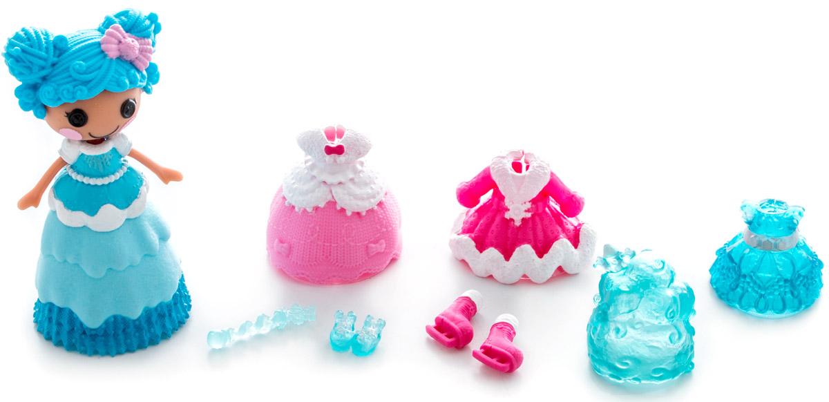 Lalaloopsy Мини-кукла Принцесса Mittens Fluff n Stuff542933_белая ручкаМини-кукла Lalaloopsy Принцесса Mittens Fluff n Stuff обязательно понравится каждой девочке. В набор входят мини-кукла с очаровательными розовыми щечками, характерными для всех кукол Lalaloopsy и разнообразные аксессуары для нее: сменные парики, обувь, одежда и волшебная палочка. С их помощью можно менять наряды кукле, создавая новые причудливые образы. Бальное платье принцессы может менять свой цвет! Просто опустите его в холодную воду и увидите результат. Для своего небольшого размера игрушка отлично детализирована. С такой куколкой ваша малышка может создавать различные сюжеты и воплощать их в жизнь, тем самым развивая фантазию и мелкую моторику рук. Все элементы набора выполнены из материала высокого качества, который безопасен для здоровья ребенка.