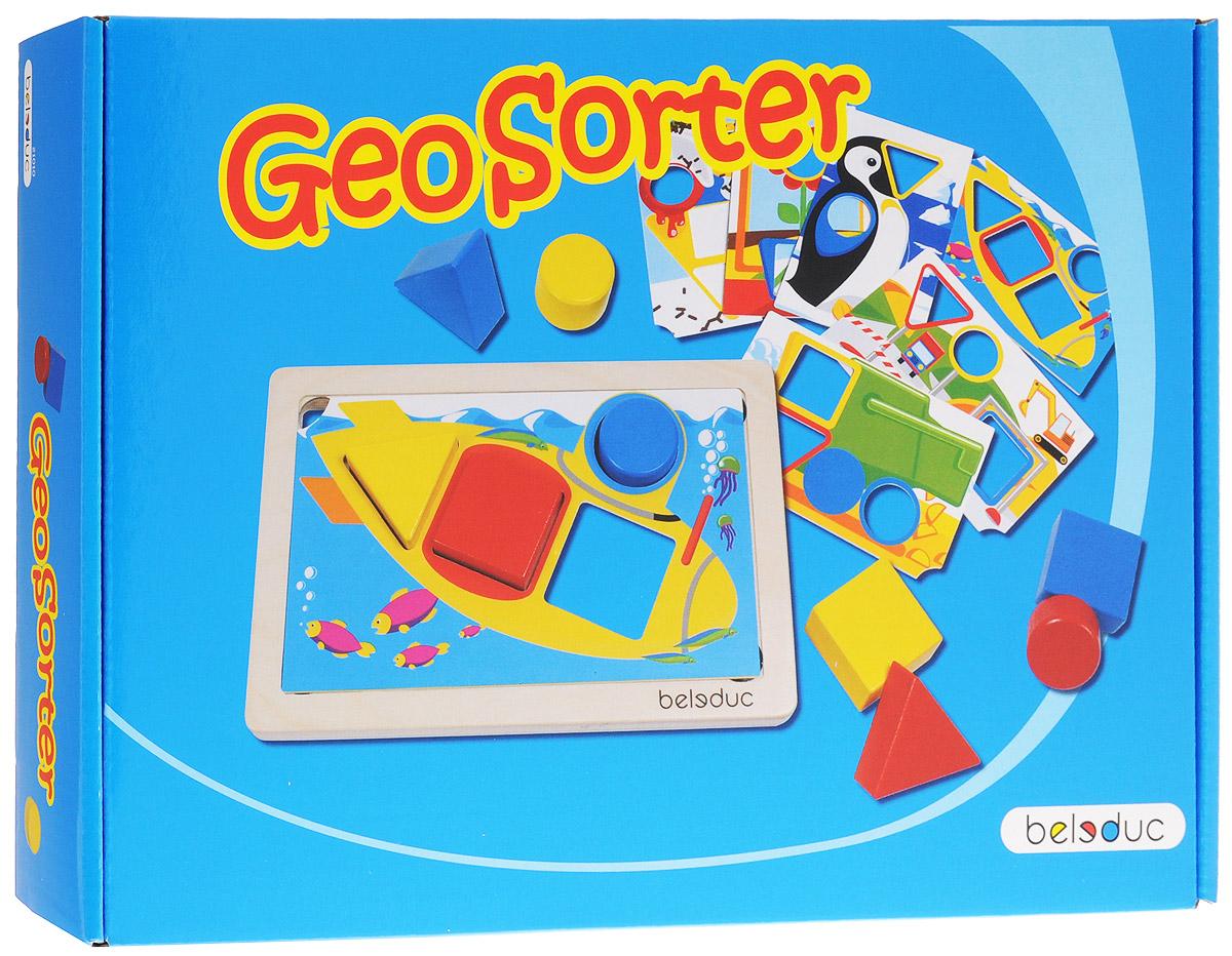 Beleduc Обучающая игра ГеоСортер21010Обучающая игра Beleduc ГеоСортер - это интересное занятие для малышей от двух лет. Сортировать формы, складывать их и снова повторять все заново - это основной смысл игры Геосортер. Игра знакомит малыша с основными формами и цветами. Двенадцать заданий с различной степенью сложности предусмотрены в этой игре для развития навыков моторики, логики, мышления, распознавания цветов и форм, развития фантазии. Развивающая игра от Beleduc ГеоСортер не только вызовет восторг у вашего ребенка, но и поможет ему развиваться и тренировать мелкую моторику, зрительно-тактильное восприятие, логику, воображение.