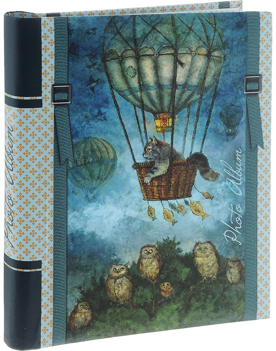 Фотоальбом Magic Home Кот на воздушном шаре, цвет: синий, на 20 фотографий, 28,9 x 20,6 см41274Фотоальбом Magic Home Кот на воздушном шаре поможет красиво оформить ваши самые интересные фотографии. Обложка, выполненная из толстого картона, оформлена красивым изображением. Внутри содержится блок из 10 белых листов с креплением на гребне. Альбом рассчитан на 20 фотографий формата 28,9 x 20,6 см. Нам всегда так приятно вспоминать о самых счастливых моментах жизни, запечатленных на фотографиях. Поэтому фотоальбом является универсальным подарком к любому празднику. Количество листов: 10 шт. Размер фотоальбома: 29 х 24 см.