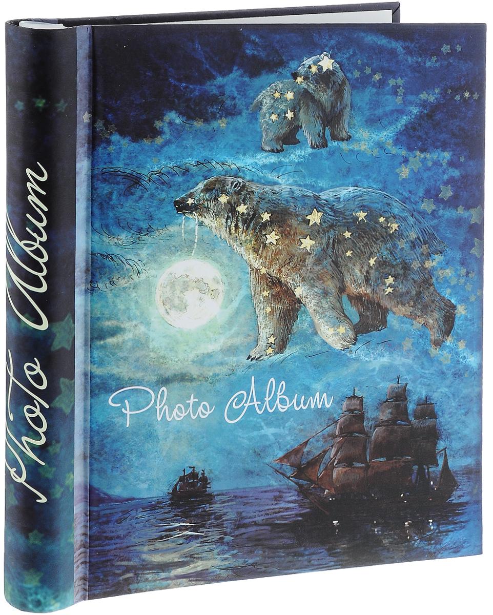 Фотоальбом Magic Home Большая медведица, синий, темно-синий, на 40 фотографий, 28,9 x 20,6 см41284Фотоальбом Magic Home Большая медведица поможет красиво оформить ваши самые интересные фотографии. Обложка, выполненная из толстого картона, оформлена красивым изображением. Внутри содержится блок из 20 белых листов с креплением на гребне. Альбом рассчитан на 40 фотографий формата 28,9 x 20,6 см. Нам всегда так приятно вспоминать о самых счастливых моментах жизни, запечатленных на фотографиях. Поэтому фотоальбом является универсальным подарком к любому празднику. Количество листов: 20 шт. Размер фотоальбома: 29 х 24 см.