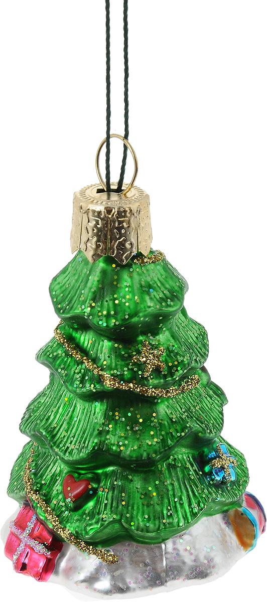 Украшение новогоднее подвесное Winter Wings Елочка, высота 6 смN07226Новогоднее украшение Winter Wings Елочка отлично подойдет для декорации вашего дома и новогодней ели. Изделие, выполненное из стекла, декорировано блестками и оснащено специальной петелькой для подвешивания. Елочная игрушка - символ Нового года. Она несет в себе волшебство и красоту праздника. Создайте в своем доме атмосферу веселья и радости, украшая всей семьей новогоднюю елку нарядными игрушками, которые будут из года в год накапливать теплоту воспоминаний.