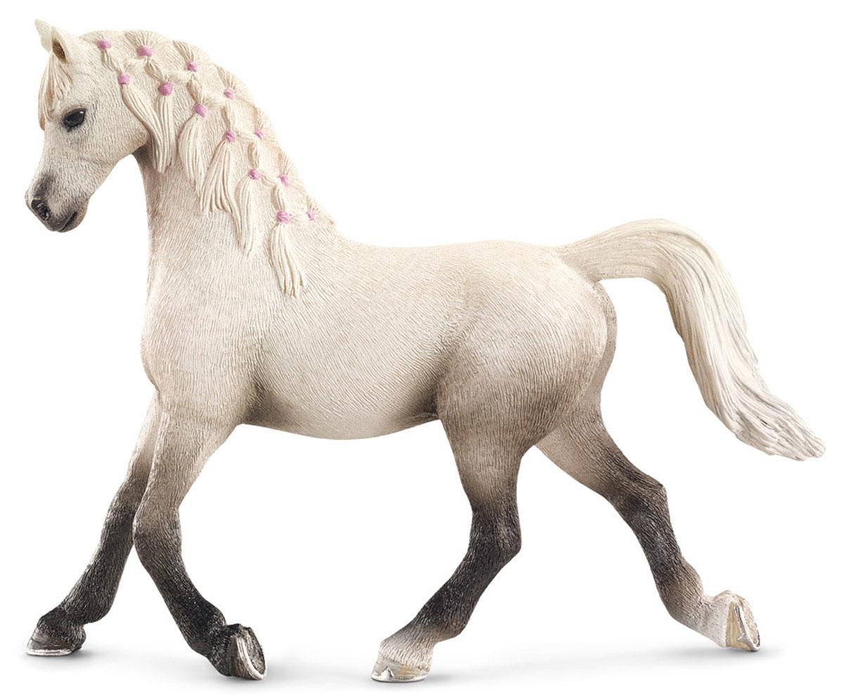 Schleich Фигурка Арабская кобыла13761Великолепная белоснежная фигурка Арабская кобыла с заплетенной гривой станет прекрасным подарком всем любителям фигурок лошадей от Schleich и прекрасным пополнением коллекции. Порода Арабских лошадей была выведена в Аравии и отличается превосходной выносливостью из-за постоянной жизни арабов среди суровых пустынь. В день арабские лошади могут проходить до 160 км и прекрасно поддаются дрессировке. Сейчас эта порода является самой популярной в мире и ежегодно завоевывает большое количество различных мировых наград. Все фигурки Schleich выполнены из гипоаллергенных высокотехнологичных материалов, раскрашены вручную и не вызывают аллергии у ребенка. Прекрасно выполненные фигурки отличаются высочайшим качеством игрушек ручной работы. Все они создаются при постоянном сотрудничестве с Берлинским зоопарком, а потому являются максимально точной копией настоящих животных. Каждая фигурка разработана с учетом исследований в области педагогики и производится как настоящее...