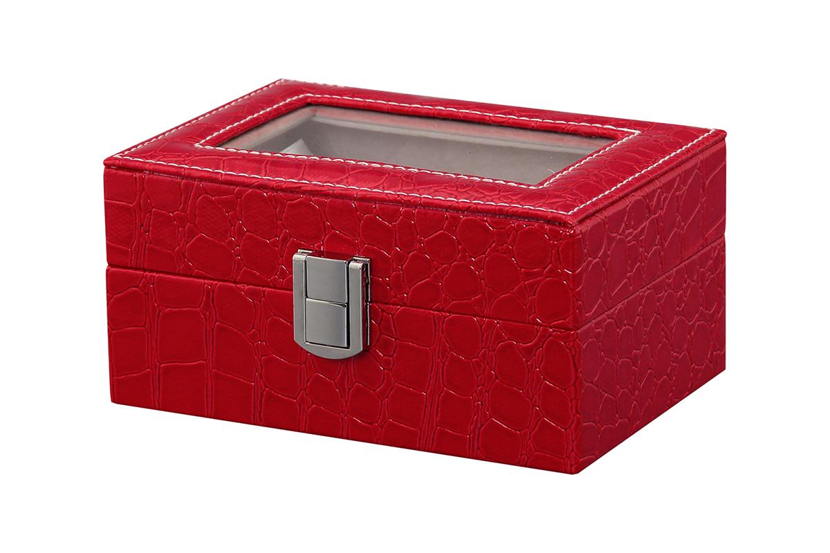 Шкатулка для хранения часов El Casa, цвет: красный, 15,5 х 11 х 9 см171223Шкатулка El Casa, выполненная из МДФ, предназначена для хранения часов. Внутри шкатулки 3 секции с подушечками. Снаружи шкатулка обтянута искусственной кожей с декоративным тиснением. Шкатулка закрывается на замок-защелку. Крышка изделия оформлена прозрачной вставкой. Классический элегантный дизайн делает такую шкатулку эффектным подарком как мужчине, так и женщине. Если вы привыкли бережно и аккуратно обращаться с каждой из своих вещей, то наверняка согласитесь, что прикроватная тумбочка или стеклянная полочка в ванной - не идеальное место для хранения наручных часов: их можно нечаянно уронить, а поутру в спешке и вовсе забыть, где они вчера были сняты. Простым и эффектным решением в этом случае станет элегантная шкатулка для часов. Изнутри она покрыта мягким и приятным на ощупь материалом. Он убережет помещенные в шкатулку часы от пыли, царапин и прочих механических повреждений.