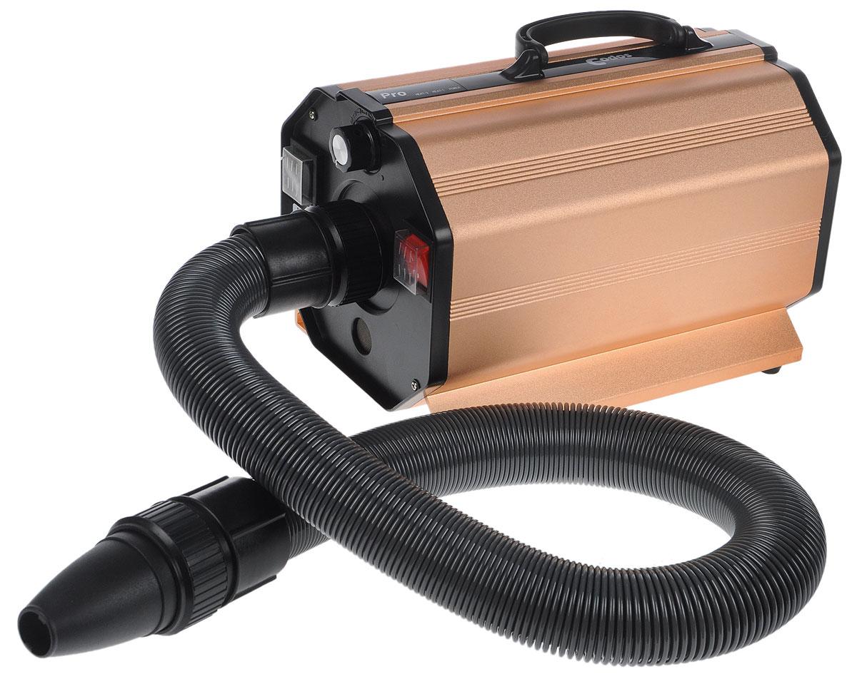 Фен-компрессор Codos CP-200, для сушки шерсти, профессиональный, цвет: черный, золотой6940102008Профессиональный фен-компрессор Codos CP-200 предназначен для сушки шерсти, особенно подходит для собак среднего и крупного размера. Мощный поток воздуха позволит вам быстро и без проблем высушить вашего питомца. Эта модель легко перемещаема, ее очень удобно брать с собой на выставки. Фен-компрессор Codos CP-200 удобен для использования в квартире - продуманный дизайн снижает вибрацию и уровень шума. Имеет три температурных режима: - 1-й уровень подогрева до 50°C; - 2-й уровень подогрева до 70°C; - 3-й уровень без подогрева. LED-индикатор покажет включение компрессора и работу в режимах подогрева. Корпус из анодированного алюминия выглядит стильно, устойчив и защитит фен от повреждений. Мощность - 2400 Вт. Скорость воздушного потока - до 60 м/с. Длина шланга- 80 см., на максимальной скорости с насадками без растяжения рукой - 150-175 см. В комплекте: плоская широкая насадка, насадка - гребень, круглая зауженная насадка, плоская узкая...