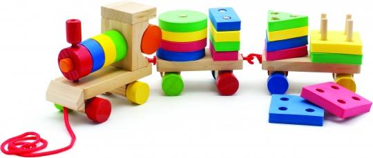 Мир деревянных игрушек Игрушка-каталка ПаровозикД163Яркая игрушка-каталка Паровозик, несомненно, порадует вашего малыша. Паровозик тянет за собой две платформы со штырьками, на которые нанизываются круглые, квадратные, прямоугольные и треугольные фигурки различных цветов (красного, синего, желтого и зеленого). Фигурками можно играть отдельно, придумывая и составляя различные конструкции. Паровозик начинает двигаться, стоит только потянуть за шнурочек. Паровозик и платформы крепятся друг к другу с помощью пластиковых крючочков. Игры с каталкой Паровозик развивают у малышей мелкую моторику рук, координацию движений, тактильные ощущения, знакомят с понятиями формы, цвета и размера предмета. Материал: натуральное дерево, текстиль, этиленвинилацетат (ЭВА). Размер паровозика: 11 см x 5,5 см x 9 см. Средний размер платформы: 8 см x 5,5 см x 7,5 см. Средний размер фигурки: 5 см x 3,5 см x 7,5 см. Размер упаковки: 17 см x 12 см x 10 см. ...