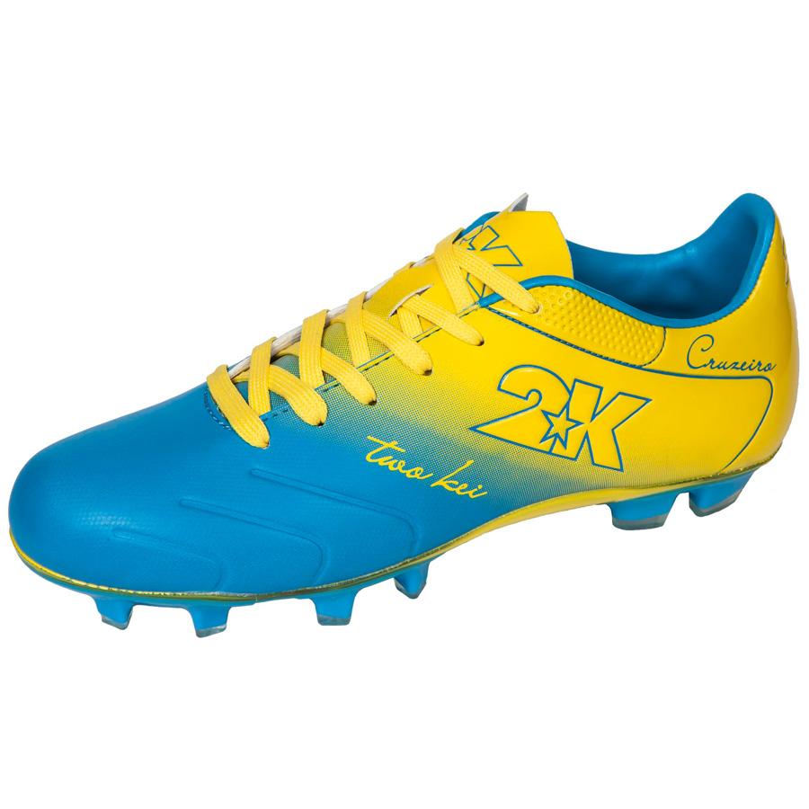 Бутсы футбольные 2K Sport Cruzeiro, цвет: синий, желтый. Размер 44125323-blue-yellowЯркие футбольные бутсы 2K Sport Cruzeiro, выполненные из микрофибры в современном стиле, подойдут для натуральных и искусственных покрытий. Облегченная, износостойкая подошва, конфигурация которой приближена к форме стопы, способствует комфорту и хорошей чувствительности при игре. Бесшовная конструкция верха. Бутсы оснащены пластиковой усилительной вставкой (супинатором). Эргономичная стелька. 2 пары шнурков разного цвета в комплекте.
