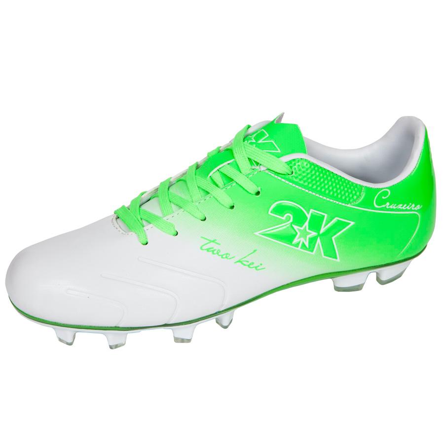 Бутсы футбольные 2K Sport Cruzeiro, цвет: белый, зеленый. Размер 40125323-white-greenЯркие футбольные бутсы 2K Sport Cruzeiro, выполненные из микрофибры в современном стиле, подойдут для натуральных и искусственных покрытий. Облегченная, износостойкая подошва, конфигурация которой приближена к форме стопы, способствует комфорту и хорошей чувствительности при игре. Бесшовная конструкция верха. Бутсы оснащены пластиковой усилительной вставкой (супинатором). Эргономичная стелька. 2 пары шнурков разного цвета в комплекте.