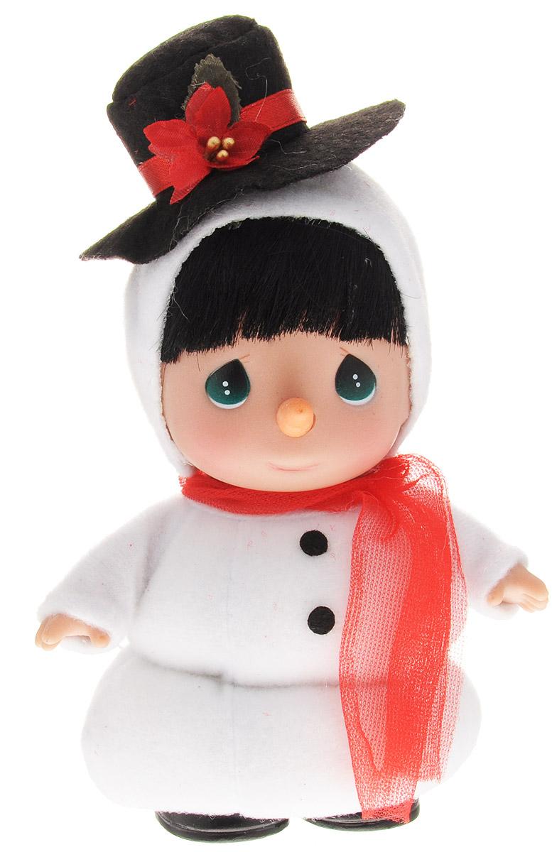 Precious Moments Мини-кукла Снеговик5259Какие же милые эти куколки Precious Moments. Создатель этих очаровательных крошек настоящая волшебница - Линда Рик - оживила свои творения, каждая кукла обрела свой милый и неповторимый образ. Эти крошки могут сопровождать вас в чудесных странствиях и сделать каждый момент вашей жизни незабываемым! Мини-кукла Снеговик станет прекрасным подарком на Новый год. Одета кукла в традиционный костюм снеговика. На голове у нее - черная шляпка с цветком. Образ дополняют красный шарфик и морковка вместо носа. У куколки большие зеленые глаза. У игрушки подвижные руки и голова. Благодаря играм с куклой, ваша малышка сможет развить фантазию и любознательность, овладеть навыками общения и научиться ответственности. Порадуйте свою принцессу таким прекрасным подарком!