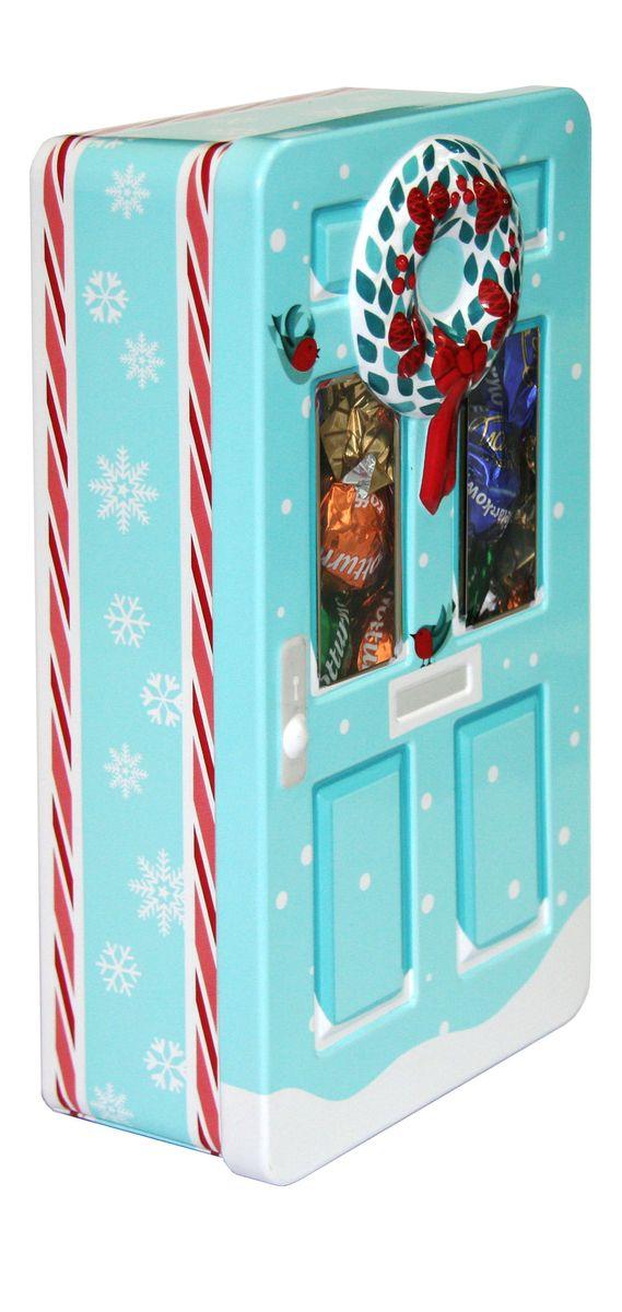 Сладкая Сказка Рождественская дверь голубая шоколадные конфеты, 400 гLX-12Шоколадные конфеты в подарочной банке в виде двери, дизайн которой выполнен в рождественском стиле, - уникальный формат подарка к зимнему празднику.