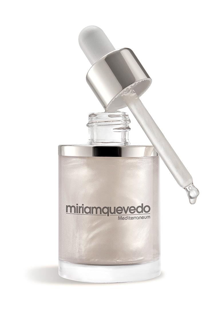 Miriam Quevedo Увлажняющее масло-эликсир для волос с экстрактом прозрачно-белой икры (Glacial White Caviar Hydra-Pure Precious Elixir) 50 мл8437011863980Miriam Quevedo Glacial White Caviar Hydra-Pure Precious Elixir Увлажняющее масло-эликсир для волос с экстрактом прозрачно-белой икры омолаживает, защищает волосы, избавляя от излишней сухости и нарушения структуры. Прекрасно подходит после окраски и кератиновой терапии, при которых изменяется баланс даже самых молодых волос и создается потребность в регенерации. Экстракт белой икры и липопротеиновый комплекс, входящий в состав, мгновенно восстановят структуру волос. Основной компонент масла - высококонцентрированный экстракт белой икры богат аминокислотами, пептидами, что создает нежный уход и питание. После применения волосы приобретут сияние, натуральный блеск, о чем позаботятся составляющие компоненты эликсира - масло камелии, баобаба и экстракта белой икры. Тонкая текстура масла-эликсира позволяет использовать масло экономично, для достижения эффекта достаточно одной капли, получаемой при помощи удобного дозатора. Результатом станут молодые, здоровые волосы, источающие приятный...