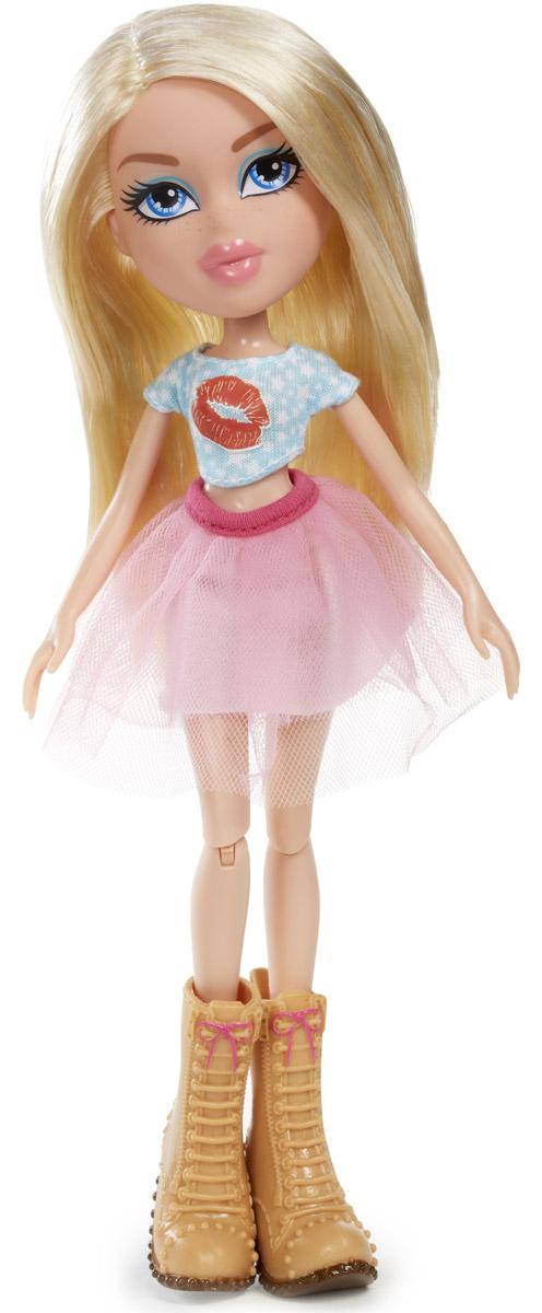 Bratz Кукла Диджей Хлоя540236Очаровательная кукла Bratz Диджей Хлоя - настоящая модница! Она неизменно в курсе всех новых тенденций и выбирает для себя самые яркие, эффектные образы. Сегодня на Хлое надета нежно-розовая юбка-пачка, голубой топ и массивные ботинки на небольшом каблуке. Также в комплект входят дополнительные аксессуары для более увлекательной сюжетно-ролевой игры. Bratz - это оригинальные куклы-модницы, популярные среди миллионов девочек во всем мире. У куклы большая голова и худощавое тело, большие миндалевидные глаза и блестящие губки. У нее подвижные руки, ноги сгибаются в коленях, а значит, игра с ней станет еще более интересной и увлекательной!