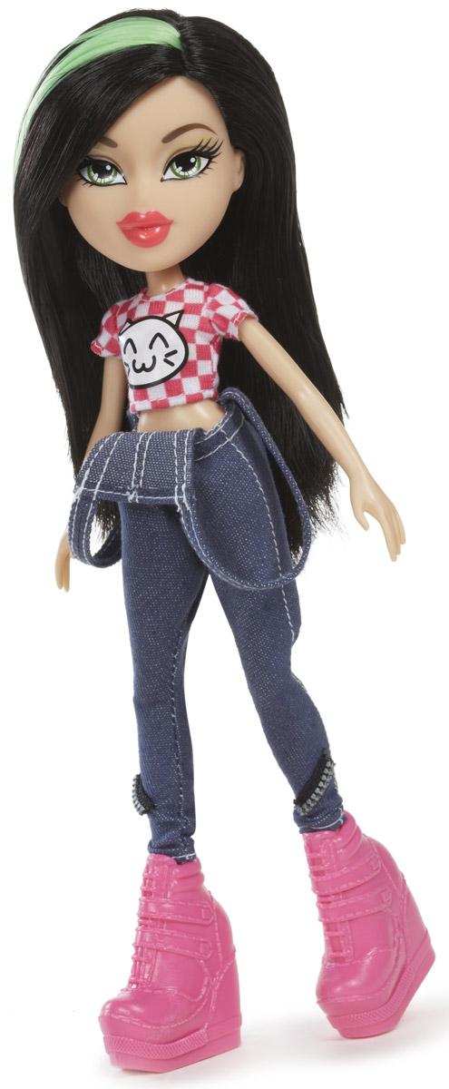Bratz Кукла Диджей Джейд540250Очаровательная кукла Bratz Диджей Джейд - настоящая модница и красавица! Она выглядит просто потрясающе: у нее длинные густые волосы, яркий макияж и стильный наряд - джинсовый комбинезон, розовый топ в клетку и массивные ярко-розовые ботильоны. Также в комплект входят дополнительные аксессуары для более увлекательной сюжетно-ролевой игры. Bratz - это оригинальные куклы-модницы, популярные среди миллионов девочек во всем мире. У куклы большая голова и худощавое тело, большие миндалевидные глаза и блестящие губки. У нее подвижные руки, ноги сгибаются в коленях, а значит, игра с ней станет еще более интересной и увлекательной! Куклы, пожалуй, самые популярные игрушки в мире. Девочки обожают играть с ними, отправляясь в сказочную страну грез. Порадуйте свою малышку таким великолепным подарком!