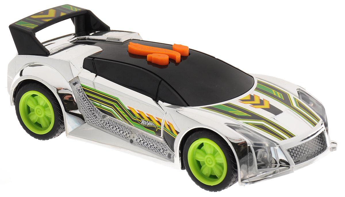 Hot Wheels Машинка Edge Glow Cruisers Quick N SikHW90604Скоростная машинка Hot Wheels Quick N Sik со звуковыми и световыми эффектами из серии Edge Glow Cruiser порадует самого взыскательного любителя игрушечных гоночных авто. Она оснащена потрясающе реалистичными звуками рычащего мотора, свиста колес, элементами корпуса со световыми эффектами. Модель выполнена в оригинальной цветовой гамме с зелеными и черными деталями, на крышке багажника установлен спойлер. Диски колес - зеленые. Игрушка имеет как игровую, так и коллекционную ценность. Машинки серии Edge Glow Cruiser не оснащены электроприводом и инерционным механизмом. Рекомендуется докупить 3 батарейки напряжением 1,5V типа LR44 (товар комплектуется демонстрационными).