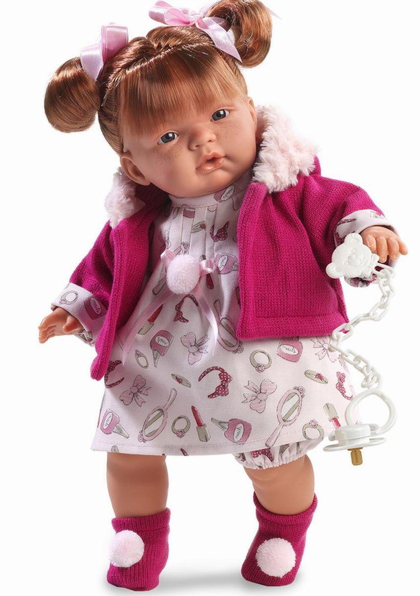 Llorens Кукла Жоэль 38 смL 38310Кукла из ПВХ с мягконабивным туловищем с наполнителем из синтетического волокна. Кукла умеет плакать и говорить мама, папа. Одета в белое платье, розовую кофточку, носочки. К кукле прилагается соска. Если вынуть соску изо рта куклы, то она начинает плакать. Для того чтобы она перестала плакать - поместите соску в рот куклы. Глазки у куклы не закрываются. На личике имеются веснушки. Волосы прошиты по всей голове. Упакована в подарочную упаковку.