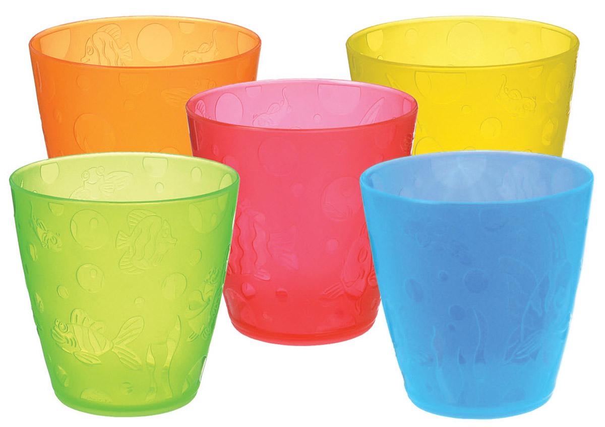 Munchkin Набор детских стаканчиков 5 шт11682Детские стаканчики Munchkin, выполненные из безопасного пластика (не содержит бисфенол А), прекрасно подойдут для смены поильника на обычную взрослую чашку для ребенка. В набор входят пять стаканчиков разных цветов: оранжевый, красный, зеленый, желтый, голубой. Они украшены дизайнерским рисунком в виде рыбок, чтобы добавить удовольствие от любого напитка. Также они прекрасно подходят для мытья на верхней подставке в посудомоечной машине Кредо Munchkin, американской компании с 20-летней историей: избавить мир от надоевших и прозаических товаров, искать умные инновационные решения, которые превращает обыденные задачи в опыт, приносящий удовольствие. Понимая, что наибольшее значение в быту имеют именно мелочи, компания создает уникальные товары, которые помогают поддерживать порядок, организовывать пространство, облегчают уход за детьми - недаром компания имеет уже более 140 патентов и изобретений, используемых в создании ее неповторимой...