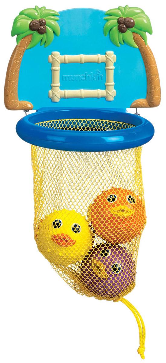 Игровой набор для ванной Munchkin Баскетбол11123Игровой набор для ванной Munchkin Баскетбол непременно понравится вашему ребенку и превратит купание в веселую игру! Набор включает в себя баскетбольное кольцо с сеткой, которое крепится к стене в ванной при помощи двух присосок, щит, оформленный пальмами и три симпатичные мягкие рыбки-фугу. Малыш сможет забрасывать круглых рыбок в кольцо как настоящий баскетболист. Если сначала набрать воду в рыбок, а потом нажать на них, то изо рта брызнет тонкая струя воды, что, несомненно, развеселит вашего малыша. Игровой набор для ванны Баскетбол способствует развитию воображения, цветового восприятия, тактильных ощущений, мелкой моторики рук и координации движений. Характеристики: Материал: пластик, ПВХ, текстиль. Размер кольца: 12,5 см х 13,5 см х 6 см. Диаметр рыбки: 5,5 см. Размер упаковки: 20 см х 25 см х 8,5 см. Изготовитель: Китай. Кредо Munchkin, американской компании с 20-летней историей: избавить мир от надоевших и прозаических...