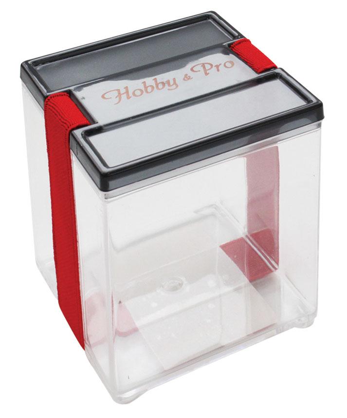 Контейнер для мелочей Hobby & Pro, с фиксирующей резинкой, 8,5 х 8,5 х 9 см7712773Контейнер для мелочей Hobby & Pro изготовлен из прозрачного пластика, что позволяет видеть содержимое. Подходит для хранения швейных принадлежностей, рыболовных снастей, мелких деталей и других бытовых мелочей. Крышка плотно закрывается благодаря фиксирующей резинке. Такой контейнер поможет держать вещи в порядке.