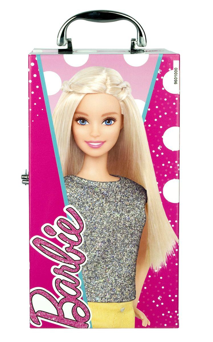 Markwins Игровой набор детской декоративной косметики Barbie 96010519601051Замечательный набор декоративной косметики от компании Markwins поможет девочке создать яркий, стильный образ! В комплект входят блески для губ, тени и лаки, а также различные аксессуары. Косметика на водной основе легко наносится и смывается, а упаковка выполнена в виде гламурного чемоданчика с изображением любимицы миллионов девочек - красавицей Барби. Детская косметика Markwins создана с соблюдением самых высоких европейских стандартов безопасности. Продукция не содержит парабенов, метилизотиазолинона, пальмового масла. Предназначена для детей от 7 лет. Несмотря на высокое качество продукции и ее общую гипоаллергенность, производитель рекомендует проверить индивидуальную реакцию на косметику перед ее использованием. Просто нанесите на кожу немного косметики и подержите 30-60 минут. Если на коже появится покраснение, следует прекратить использование продукции. Эта аллергическая реакция проявляется очень редко и зависит от индивидуальных особенностей организма. Условия...