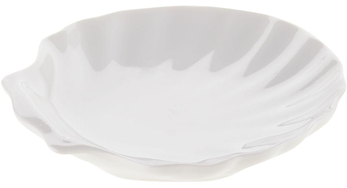 Блюдо сервировочное Walmer Shell, 15 х 13 х 3 смW10500015Блюдо сервировочное Walmer Shell изготовлено из высококачественного фарфора в виде ракушки. Блюдо - необходимая вещь при застолье. Вы можете использовать его для закусок, сырной нарезки, колбасных изделий и, конечно для горячих блюд. Изумительное сервировочное блюдо станет изысканным украшением вашего праздничного стола.