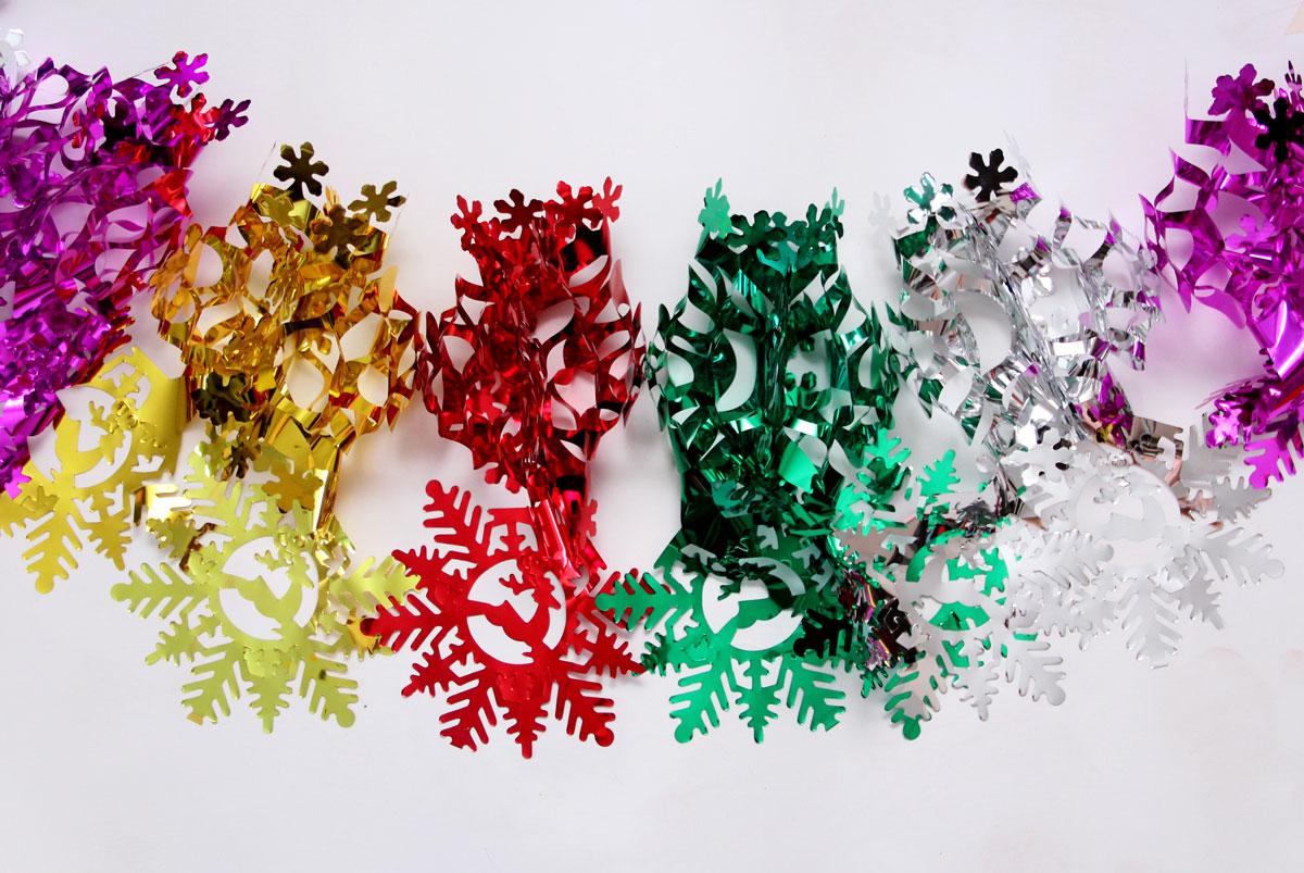 Гирлянда новогодняя Magic Time Снежинки чудесные цветные, 35 х 21 х 200 см42118Новогодняя гирлянда Magic Time Снежинки чудесные цветные прекрасно подойдет для декора дома и праздничной елки. Украшение выполнено из ПЭТ. С помощью специальной петельки гирлянду можно повесить в любом понравившемся вам месте. Легко складывается и раскладывается. Новогодние украшения несут в себе волшебство и красоту праздника. Они помогут вам украсить дом к предстоящим праздникам и оживить интерьер по вашему вкусу. Создайте в доме атмосферу тепла, веселья и радости, украшая его всей семьей. Размер гирлянды: 35 х 21 х 200 см.