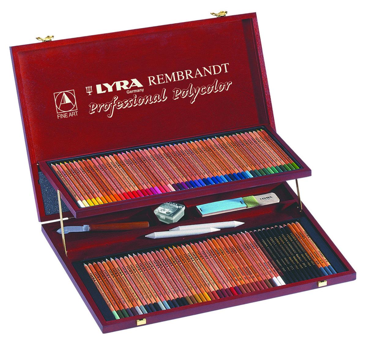 Lyra Художественные цветные карандаши Rembrandt Polycolor 105 цветовL2004200Набор профессиональных цветных карандашей LYRA REMBRANDT POLYCOLOR с аксессуарами в деревянном кейсе. В комплекте 105 предметов. 100 цветных карандашей, нож для заточки, ластик, наждачная бумага