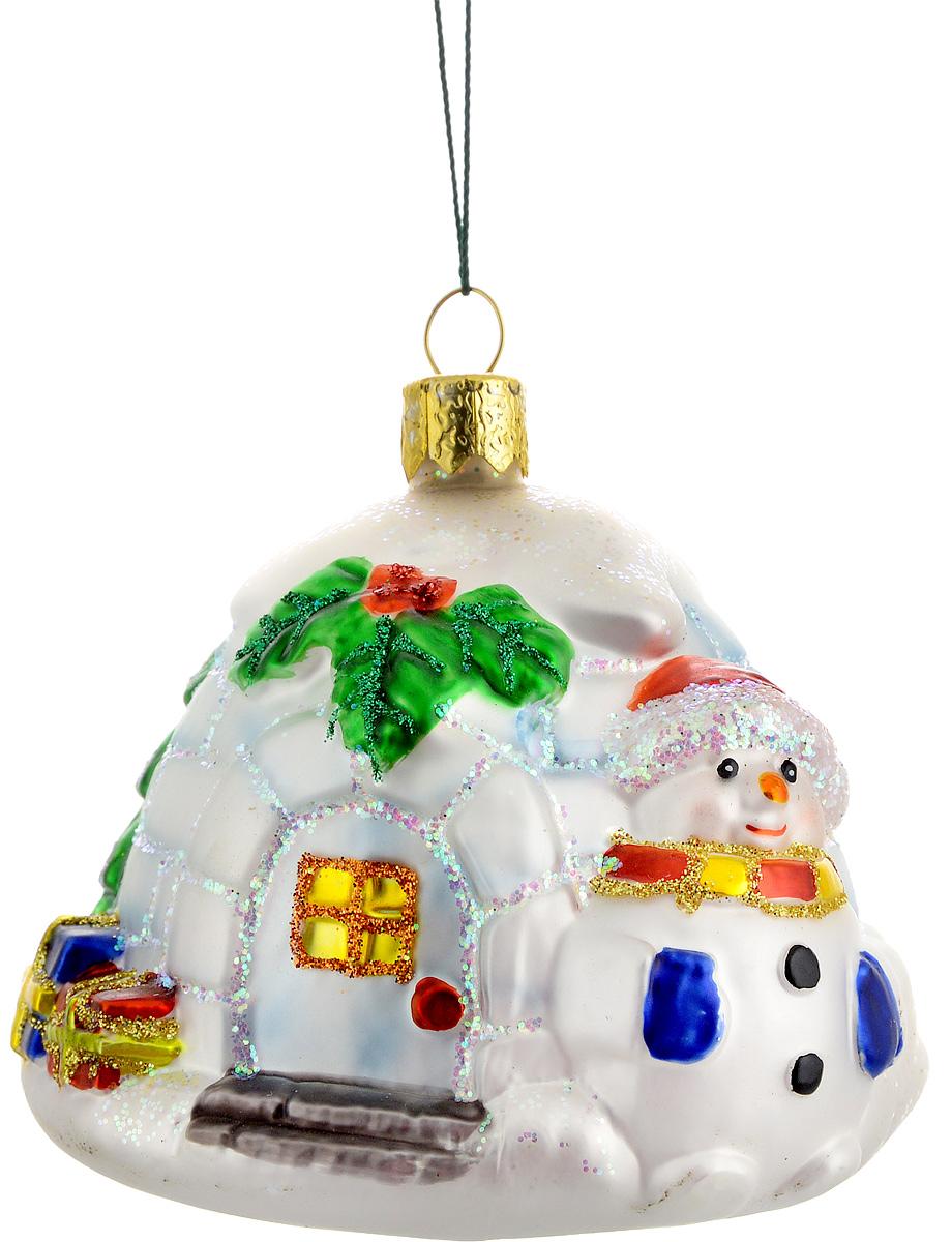Украшение новогоднее подвесное Winter Wings Ледяной дом, цвет: белый, красный, зеленый, длина 8,5 смN07205Новогоднее подвесное украшение Winter Wings Ледяной дом выполнено из стекла и украшено блестками. С помощью специальной петельки украшение можно повесить в любом понравившемся вам месте. Но, конечно, удачнее всего оно будет смотреться на праздничной елке. Елочная игрушка - символ Нового года. Она несет в себе волшебство и красоту праздника. Создайте в своем доме атмосферу веселья и радости, украшая новогоднюю елку нарядными игрушками, которые будут из года в год накапливать теплоту воспоминаний. Материал: стекло. Длина: 8,5 см.