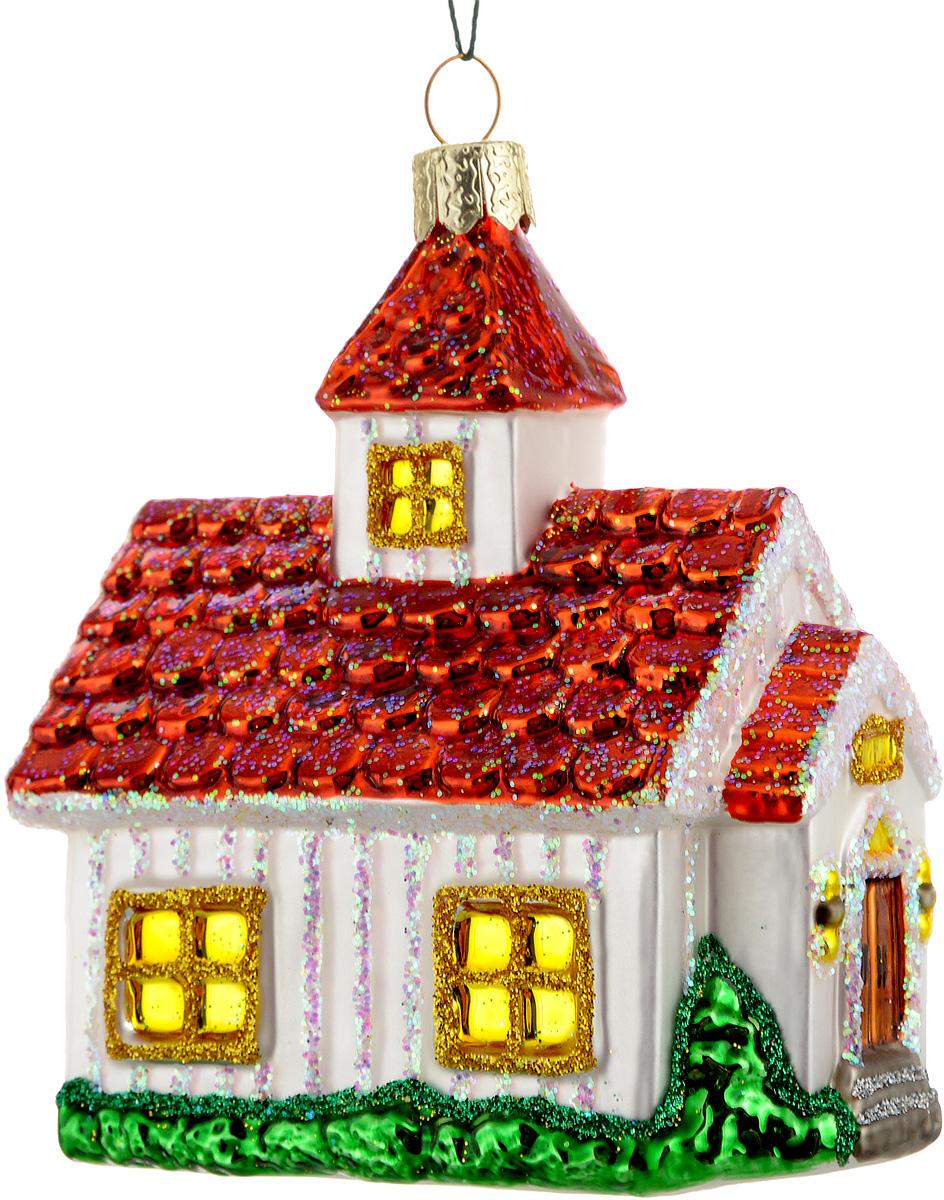Украшение новогоднее подвесное Winter Wings Домик, цвет: красный, белый, зеленый, 7,5 х 5 х 9N07229Новогоднее подвесное украшение Winter Wings Домик выполнено из стекла и украшено блестками. С помощью специальной петельки украшение можно повесить в любом понравившемся вам месте. Но, конечно, удачнее всего оно будет смотреться на праздничной елке. Елочная игрушка - символ Нового года. Она несет в себе волшебство и красоту праздника. Создайте в своем доме атмосферу веселья и радости, украшая новогоднюю елку нарядными игрушками, которые будут из года в год накапливать теплоту воспоминаний. Материал: стекло. Размер: 7,5 х 5 х 9 см.