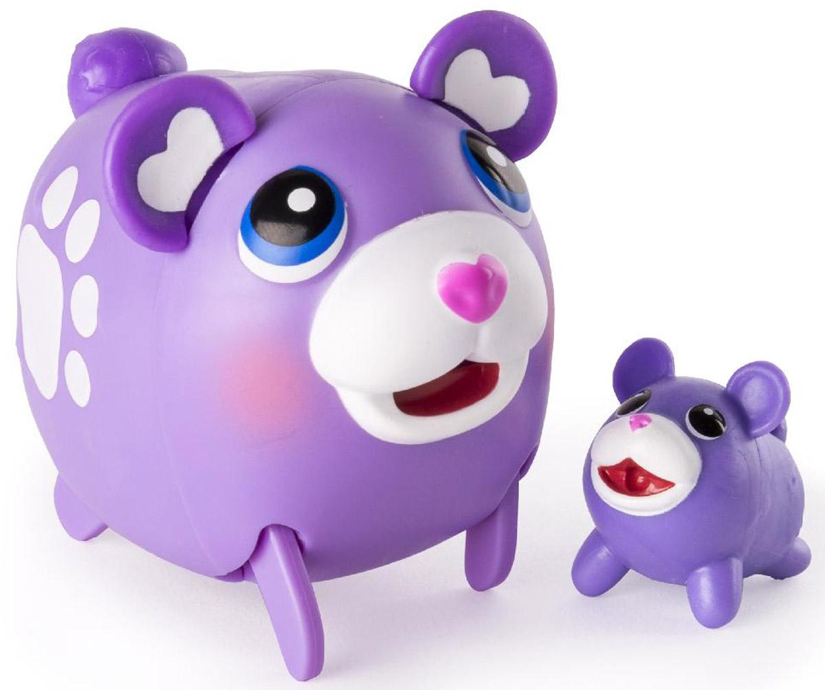 Chubby Puppies Набор фигурок Мишка56709_20074363_сиреневый мишкаНабор фигурок Chubby Puppies Мишка - это функциональная фигурка забавного мишки и его точная миниатюрная копия, которые наверняка понравятся вашему ребенку. Мишка умеет забавно передвигаться, шагая вразвалку, благодаря чему игра с ним становится еще более интересной и увлекательной. Фигурка умеет ходить не только покачиваясь, но и на задних лапах! Хвостик и ушки у мишки подвижные. Набор предназначен для увлекательной сюжетно-ролевой игры и выглядит очень ярко и эффектно. Набор выполнен из качественного пластика и совершенно безопасен для здоровья вашего ребенка. Порадуйте вашего малыша таким замечательным подарком! Для работы требуется 1 батарейка напряжением 1,5V типа ААА (входит в комплект).