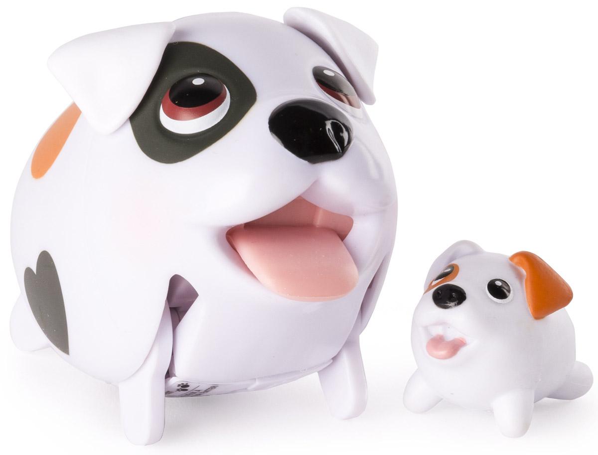 Chubby Puppies Набор фигурок Джек-рассел-терьер56700_20075406_джек рассел терьерНабор фигурок Chubby Puppies Джек-рассел-терьер - это функциональная фигурка забавной собачки и её точная миниатюрная копия, которые наверняка понравятся вашему ребенку. Терьер умеет забавно передвигаться, шагая вразвалку, благодаря чему игра с ним становится еще более интересной и увлекательной. Фигурка не только ходит, но и смешно прыгает! Язык, хвостик и ушки у собачки подвижные. Набор предназначен для увлекательной сюжетно-ролевой игры и выглядит очень ярко и эффектно. Набор выполнен из качественного пластика и совершенно безопасен для здоровья вашего ребенка. Порадуйте вашего малыша таким замечательным подарком! Для работы требуется 1 батарейка напряжением 1,5 V типа ААА (входит в комплект).