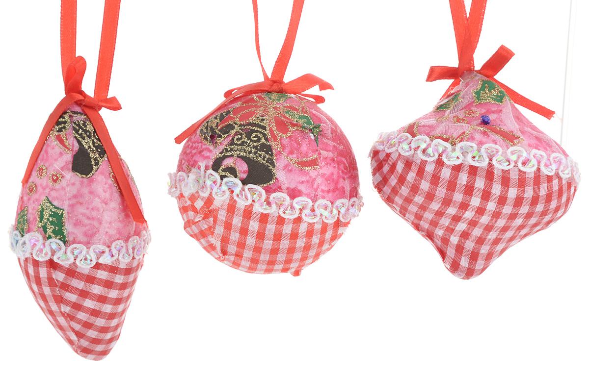 Набор новогодних подвесных украшений Winter Wings Клетка, цвет: зеленый, красный, розовый, 3 штN069966/1Набор украшений Winter Wings Клетка прекрасно подойдет для праздничного декора новогодней ели. Изделия выполнены из высококачественного пластика и обтянуты тканью. Набор состоит из трех разных фигурок с новогодней тематикой. Для удобного размещения на елке на украшениях предусмотрены петли. Елочная игрушка - символ Нового года. Она несет в себе волшебство и красоту праздника. Создайте в своем доме атмосферу веселья и радости, украшая новогоднюю елку нарядными игрушками, которые будут из года в год накапливать теплоту воспоминаний. Откройте для себя удивительный мир сказок и грез. Почувствуйте волшебные минуты ожидания праздника, создайте новогоднее настроение вашим дорогим и близким. Количество украшений: 3 шт.