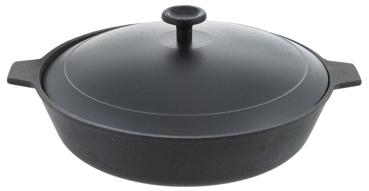 Сковорода чугунная Добрыня с крышкой. Диаметр 26 см. DO-3318DO-3318Сковорода Добрыня, изготовленная из натурального экологически безопасного чугуна, оснащена двумя ручками. Чугун является одним из лучших материалов для производства посуды. Его можно нагревать до высоких температур. Он очень практичный, не выделяет токсичных веществ, обладает высокой теплоемкостью и способен служить долгие годы. Такая сковорода замечательно подойдет для приготовления жаренных и тушеных блюд. Подходит для всех типов плит, включая индукционные. Можно использовать в духовке. Не рекомендуется мыть в посудомоечной машине. Диаметр сковороды: 26 см. Ширина сковороды (с учетом ручек): 31,5 см. Высота стенки: 6,5 см.