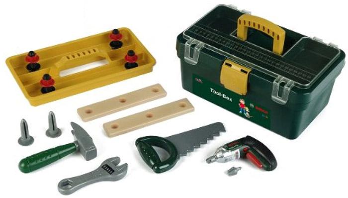 Klein Игрушечный набор инструментов Bosch Tool-Box8305Игрушечный набор инструментов Klein Bosch Tool-Box – это 13 различных предметов, необходимых настоящему мастеру. Вам предстоит строить, разбирать и собирать все что угодно с помощью шурупов, пользуясь механизированным игрушечным шуруповертом и отверткой с остальными инструментами. Развлечение для настоящих мужчин! В удобном чемоданчике, который выглядит совсем как взрослый фирменный кейс Bosch, по слотам разложены: шуруповерт, отвертка, шурупы. Шуруповерт может раскручивать и откручивать шурупы, достаточно переключить его в один из режимов, меняя скорость работы по своему вкусу, а еще он мигает красными лампочками и издает звук работы настоящего инструмента. Внимание: для работы шуруповерта вам понадобится 2 батарейки ААА, их следует приобретать отдельно. Все инструменты безопасны в использовании, не имеют острых краев.