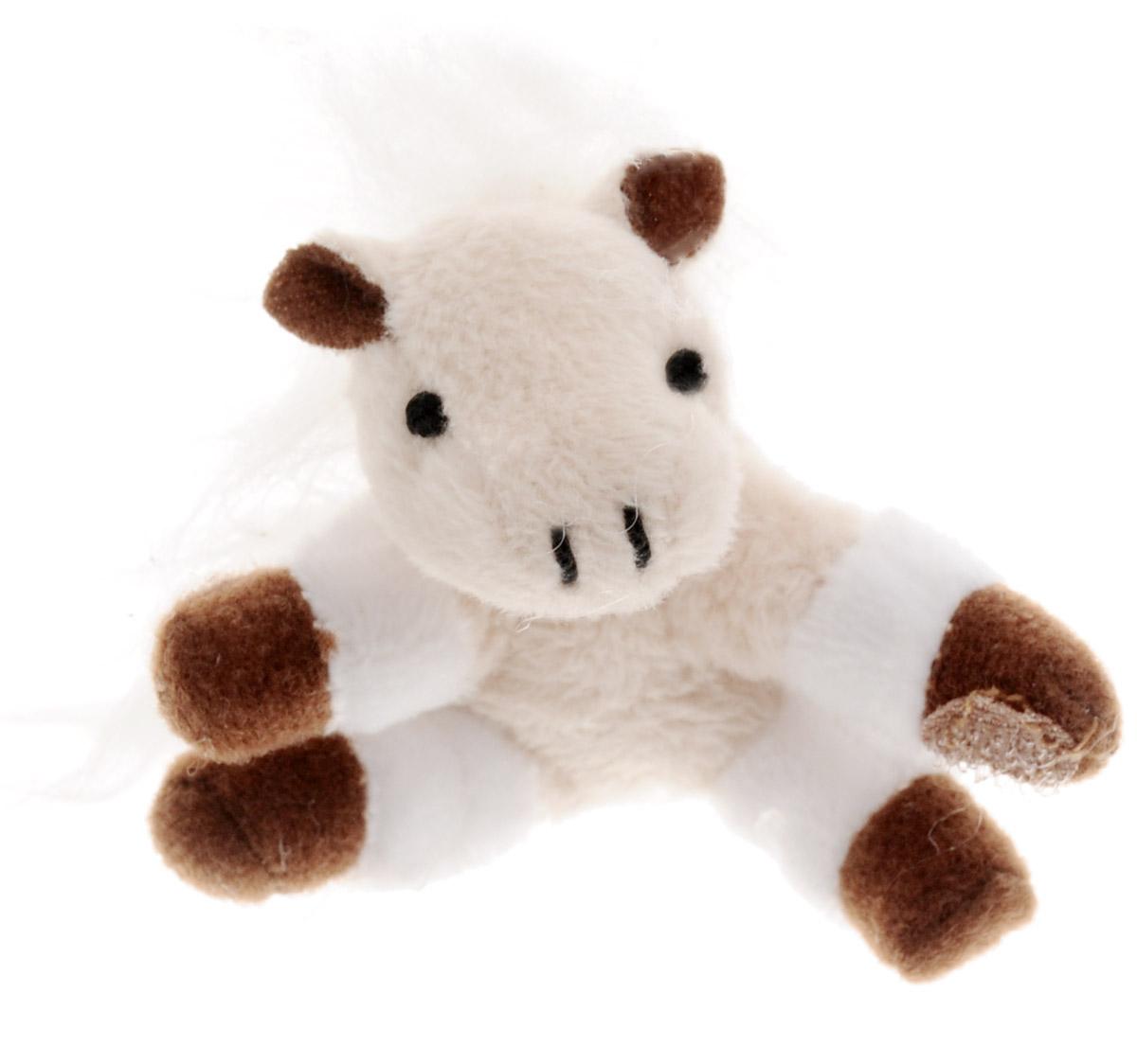Beanzees Мягкая игрушка Лошадка Honey 5 смB31001_5_белый, бежевый, лошадкаСимпатичная миниатюрная мягкая игрушка Beanzees Лошадка Honey - это игрушка три в одном. Ее приятно держать в руках, увлекательно коллекционировать, а также эти игрушки можно соединять между собой с помощью липучек и носить как оригинальное украшение на шею или на руку. По легенде эти крошечные животные обитают все вместе в волшебном лесу под названием Бинзилэнд, в котором всегда ярко светит солнышко и цветут цветы. Размер игрушки 5 см, она выполнена из мягкого гипоаллергенного материала, набивка - синтетическое волокно, в том числе специальные пластиковые гранулы, делающие эту игрушку замечательным антистрессом. На лапках лошадки располагаются маленькие текстильные липучки, с помощью которых игрушку можно соединять с другими.