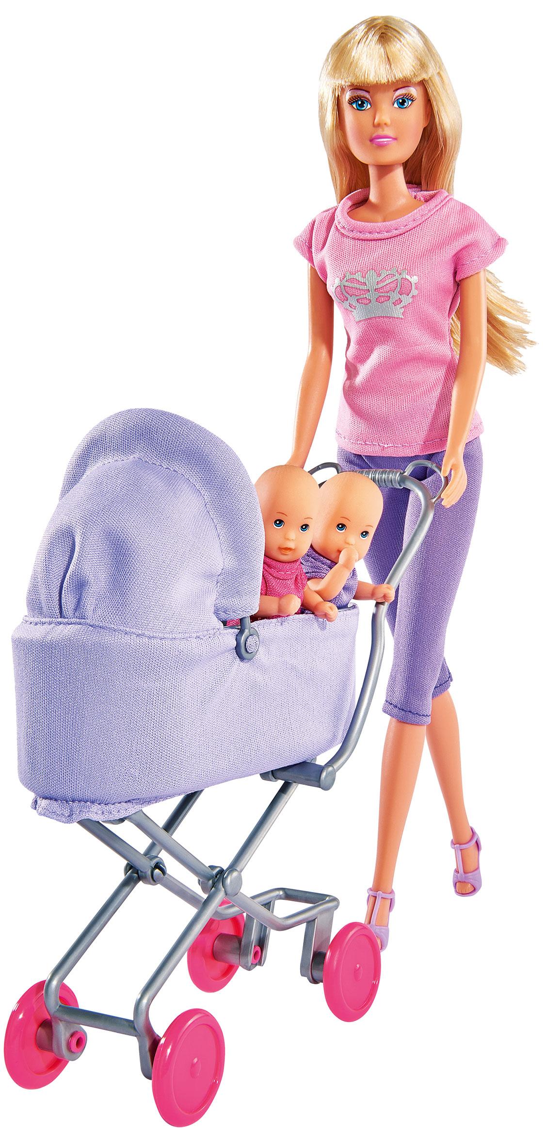 Simba Игровой набор с куклой Штеффи с коляской цвет сиреневый розовый5738060_сиреневый розовыйКукла Simba Штеффи с коляской надолго займет внимание вашей малышки и подарит ей множество счастливых мгновений. Кукла изготовлена из пластика, ее голова, ручки и ножки подвижны, что позволяет придавать ей разнообразные позы. В комплект входит коляска, две куколки детей и разнообразные аксессуары для них: соска, бутылочки, посуда и игрушки. Куколка одета в удобное и стильное платье, украшенное рисунком с сердечками. Наряд дополняют розовые босоножки. Чудесные длинные волосы куклы так весело расчесывать и создавать из них всевозможные прически, плести косички, жгутики и хвостики. Ручки, ножки и голова у куклы и пупсиков подвижные. Колеса у коляски крутятся, верх откидывается. Благодаря играм с куклой, ваша малышка сможет развить фантазию и любознательность, овладеть навыками общения и научиться ответственности, а дополнительные аксессуары сделают игру еще увлекательнее. Порадуйте свою принцессу таким прекрасным подарком!