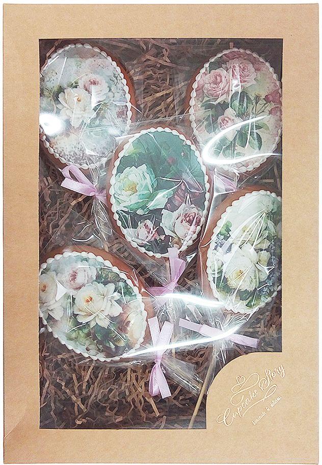 Жуковский пряник Подарочный набор Цветы и нежность, 5 шт00-0000151Медово-имбирные пряники с росписью из айсинга, фотопечатью на сахарной бумаге. Легкий, романтичный, нежный набор из пяти медово-имбирных пряников с весенним настроением! Волшебная, ручная роспись из айсинга, красивая упаковка, стильная коробочка — такой набор непременно станет чудесным подарком для близких и любимых!