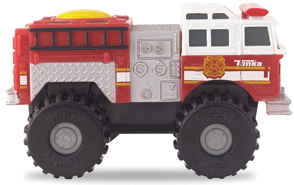 Tonka Пожарная машинаfire machine/ast51478Пожарная машина Tonka станет отличным подарком юному любителю гонок. Красно-белый кузов пожарной машины смотрится очень эффектно. Мощные черные колеса автомобиля с серыми дисками легко проедут через любое препятствие. А если ребенок нажмет на большую желтую кнопку, расположенную на крыше кузова, то машинка быстро помчится вперед. Соберите всю коллекцию машинок данной серии и играйте в них вместе с друзьями, придумывая различные игровые сюжеты! Также машинка подойдет для треков этой серии. Машинка выполнена из качественных и безопасных материалов. Рекомендуется докупить 2 батарейки напряжением 1,5V типа ААА (товар комплектуется демонстрационными).