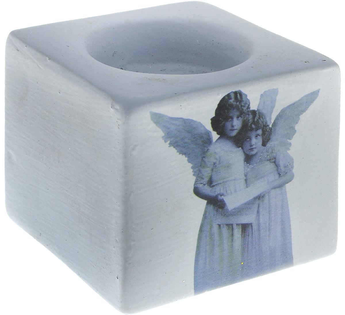 Подсвечник новогодний Winter Wings Ангелы, 6 х 7 х 7 смN162144Подсвечник Winter Wings Ангелы выполнен из керамики с изображением ангелов. В подсвечнике имеется специальное место для свечки. Изделие будет прекрасно смотреться на праздничном столе. Новогодние украшения несут в себе волшебство и красоту праздника. Они помогут вам украсить дом к предстоящим праздникам и оживить интерьер по вашему вкусу. Создайте в доме атмосферу тепла, веселья и радости, украшая его всей семьей. Диаметр места для свечки: 4,5 см.