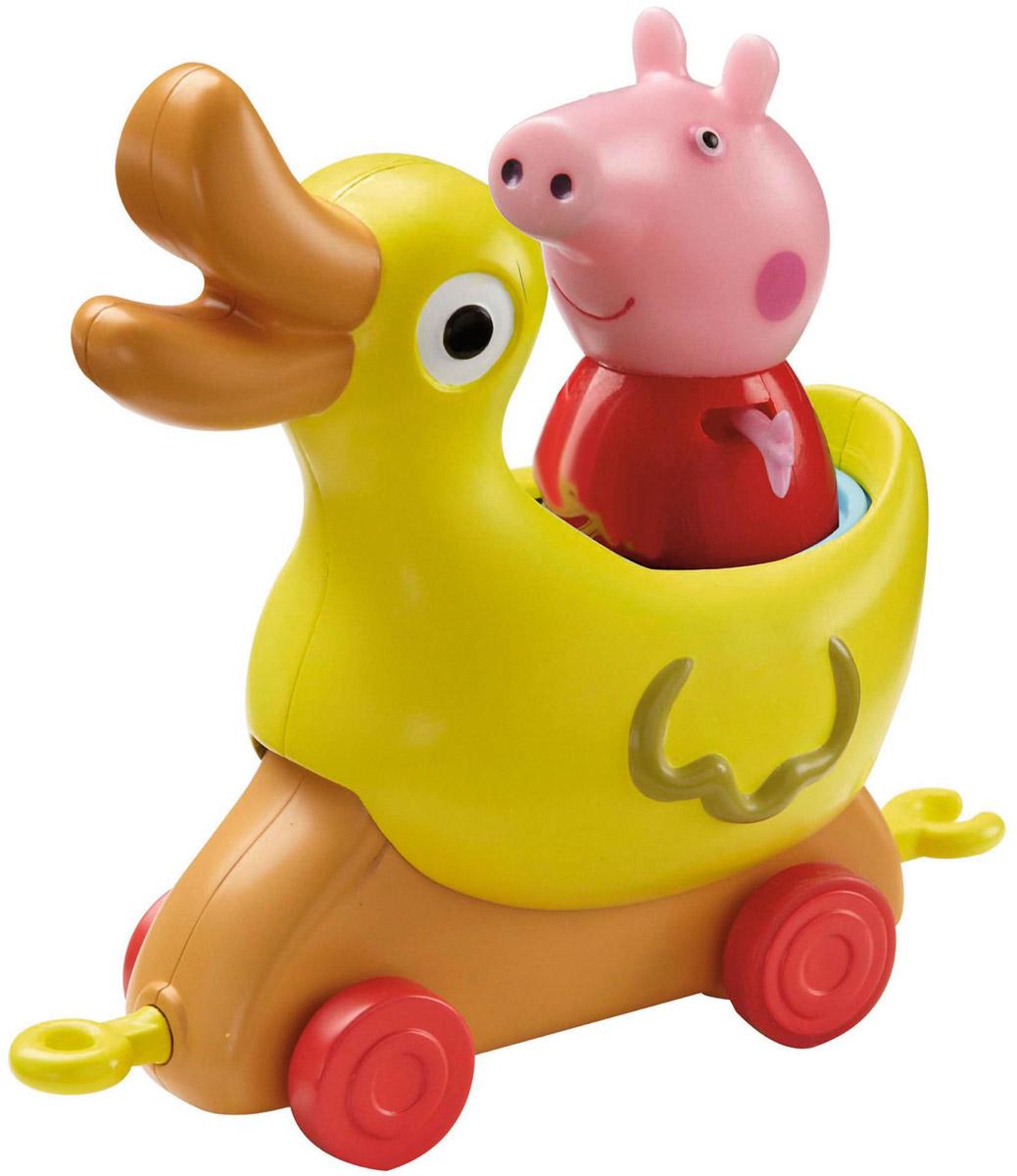 Peppa Pig Игровой набор Каталка Уточка31010Игровой набор Peppa Pig Каталка Уточка непременно понравится вашему ребенку и займет его внимание надолго. Набор включает: фигурку свинки Пеппы и каталку-уточку. Ручки и ножки у фигурки двигаются. Привяжите веревочку к специальному держателю и посадите фигурку Пеппы на сидение, чтобы ваш малыш мог увлеченно возить каталку, развивая координацию движений. Уточка качается во время движения. А чтобы игра была интереснее, можно дополнительно приобрести каталки в виде динозаврика, лошадки и чашечки из серии Пеппа в луна-парке, которые идеально совмещаются друг с другом, благодаря специальным держателям. Ваш ребенок будет с удовольствием играть с этим набором, придумывая различные истории и составляя собственные сюжеты. Пеппа - симпатичная маленькая свинка, которая живет вместе со своими Мамой Свинкой, Папой Свином и маленьким братиком Джорджем. Пеппа обожает играть, наряжаться, бывать в новых местах и заводить новые знакомства, но самое любимое занятие Пеппы - прыгать в...