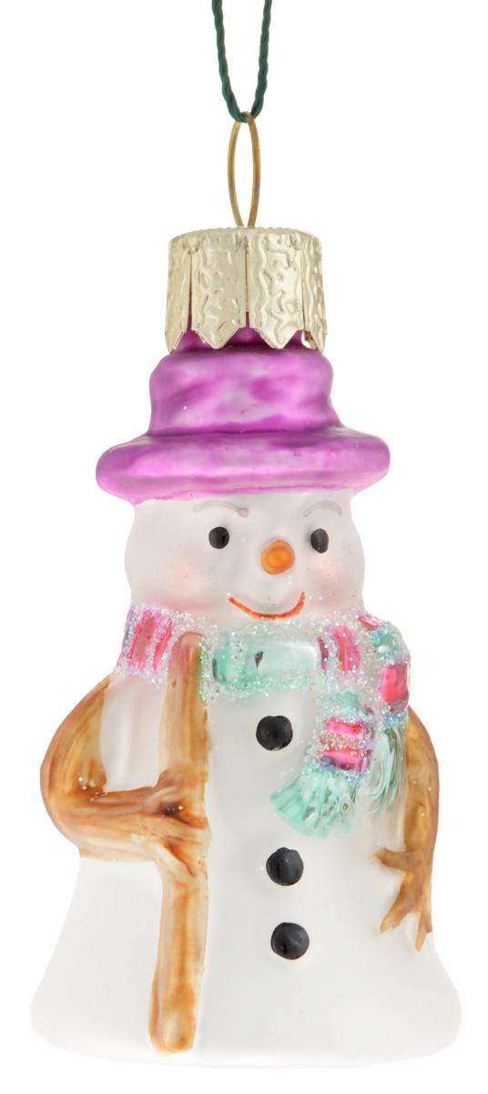 Украшение новогоднее подвесное Winter Wings Снеговик, 3 х 3 х 6 смN07208Новогоднее подвесное украшение Winter Wings Снеговик прекрасно подойдет для праздничного декора новогодней ели. Изделие выполнено из высококачественного стекла с блестками. Для удобного размещения на елке на украшении предусмотрено ушко и веревочка. Елочная игрушка - символ Нового года. Она несет в себе волшебство и красоту праздника. Создайте в своем доме атмосферу веселья и радости, украшая новогоднюю елку нарядными игрушками, которые будут из года в год накапливать теплоту воспоминаний. Откройте для себя удивительный мир сказок и грез. Почувствуйте волшебные минуты ожидания праздника, создайте новогоднее настроение вашим дорогим и близким.